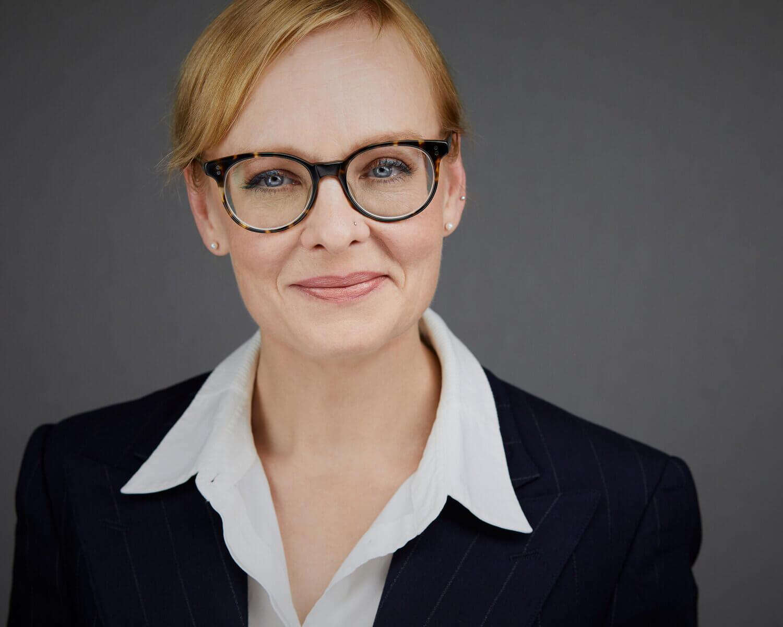 Headshot Vermeidungs Syndrom - Fau mit Brille